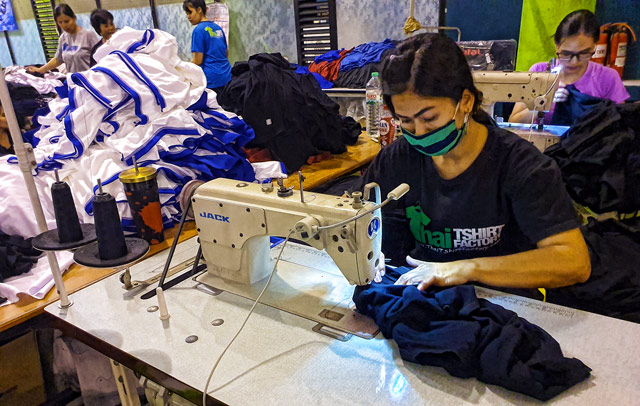 Thai-T-shirt factory seamstress